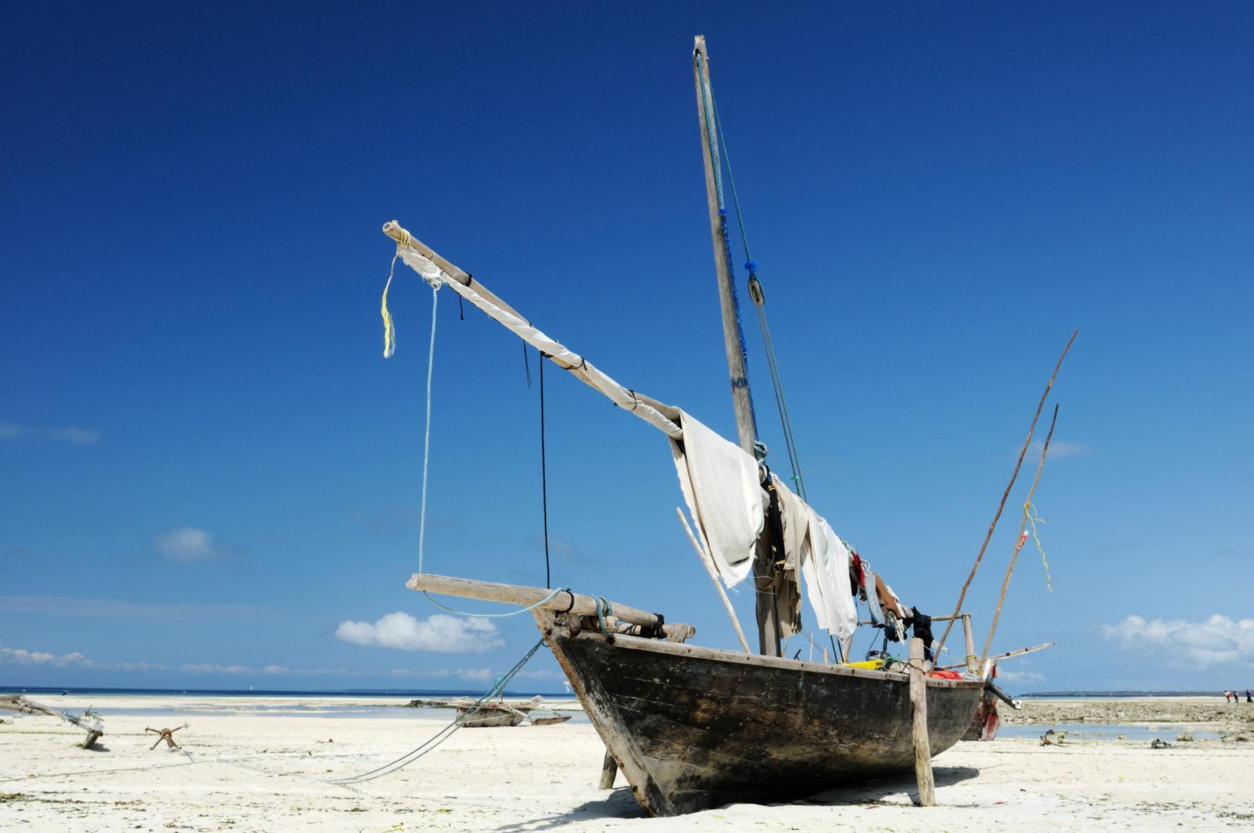 занзибар лодка пляж