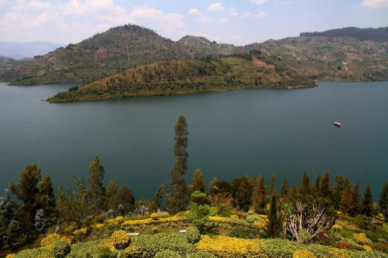 twins lake rwanda