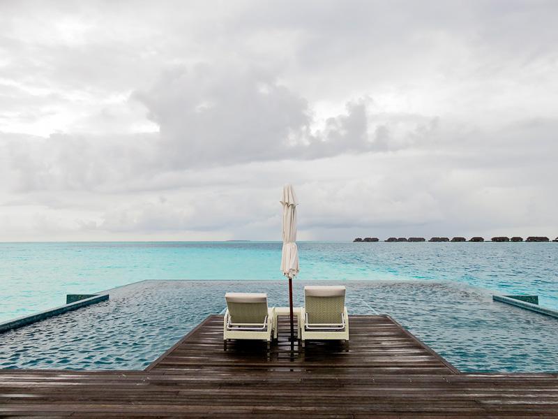 infinity pool water villa conrad maldives