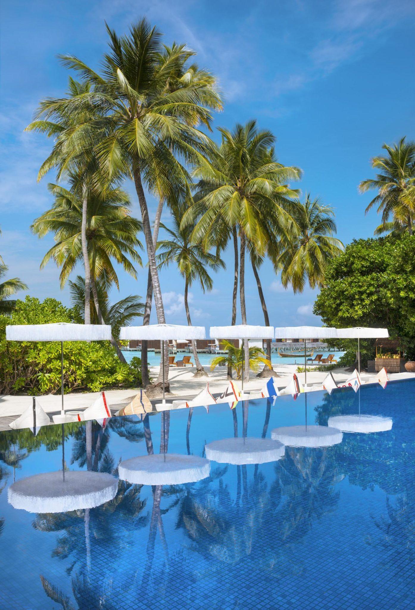 wet infinity pool w maldives