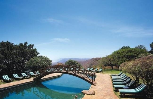 lakemanyarawildlife_lodge_pool_1