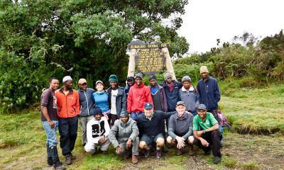climbing kilimanjaro group photo